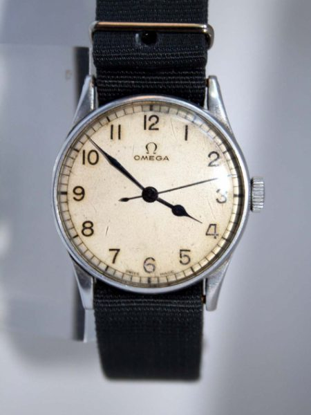 1943 6B/159 RAF WW2 Fighter Pilot's / Navigator's Wristwatch Rare and Highly Collectible British Military Watch with Fixed Lugs in Superb Original Condition High Quality Cal. 30T2 Movement