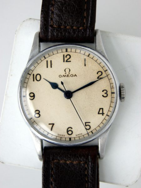 1943 WW2 Fleet Air Arm Navy Pilots/Navigators Watch Cal. 30T2 with Military Issue Markings HS^8 on Alloy/Steel Case Ref 2292 with Fixed Bar Military Lugs