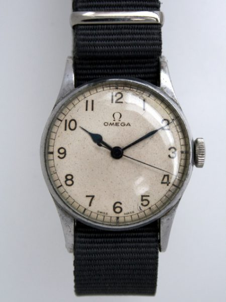 1943 WW2 Fleet Air Arm Royal Navy Pilots/Navigators Watch Cal. 30T2 with Military Issue Markings HS^8 on Alloy/Steel Case Ref 2292 with Full Length Fixed Bar Military Lugs