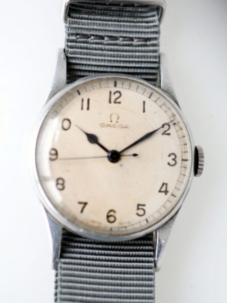 1943 WW2 Royal Navy Fleet Air Arm Pilots Watch with Cal. 30T2 Movement and Military Issue Markings HS^8 on the case-Back in Superb Condition with Original Full Length Lugs