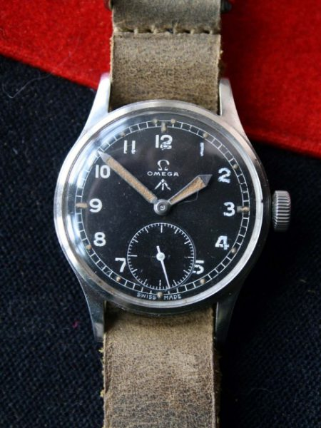 1944 D-Day Issued WW2 British Military Army Officers Watch WWW with Broadarrow Fixed Bar Military Lugs and Military Winding Crown