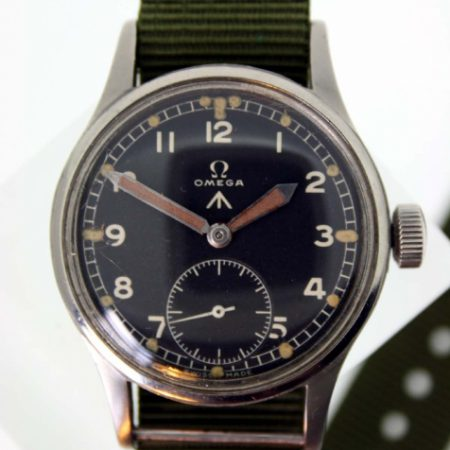 1944 WW2 British Military Army Officer's Watch with Cal. 30T2 Movement and British MOD Dial W.W.W. Military Issue Markings on Case-Back Original Large Winding Crown Fixed Bar Lugs