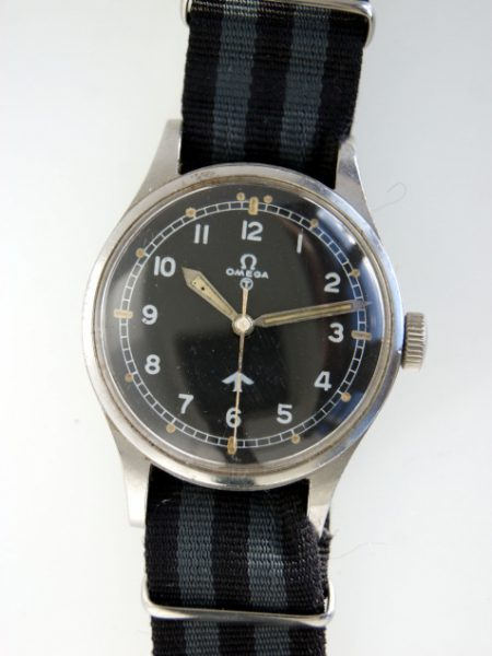 "1953 British Military Issued RAF Pilots Watch with Numbers on Caseback 6645/101000/6B/542/189/53 British MoD ""Fat Arrow"" Tritium Dial Military Crown Fixed Bar Lugs Original Dust Cover and Spacer"