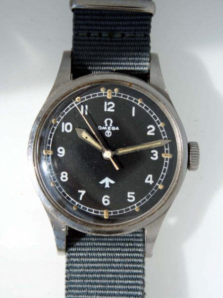 "1953 British Military RAF Pilots Watch with Very Early Issue Numbers on Caseback 6645/101000/6B/542/189/53 British MoD ""Fat Arrow"" Tritium Dial Military Crown Fixed Bar Lugs Original Dust Cover and Spacer"