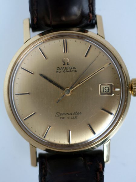 1963 Solid 18k Gold Automatic Seamaster De Ville Calendar with Original Solid 18k Gold Dial with Solid Gold Applied Onyx Hour Markers and Original Hands. Rare