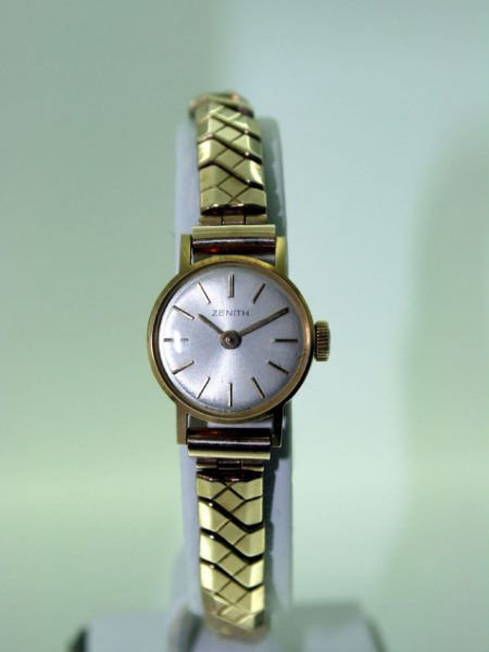 1966 Fine Ladies Solid 18ct Gold Wristwatch Ref GX1119 with Beautiful Original Pearl Finish Dial on Solid Gold Expandable Bracelet