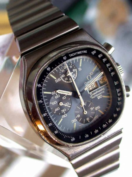 Automatic Speedmaster Chronograph Cal. 1045. Calendar in English. Superb Condition and with its Original Papers