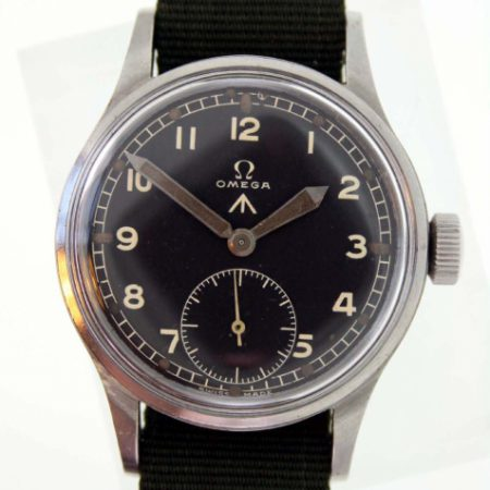 Vinatge 1944 W.W.W. British Army WW2 Officer's Watch Cal. 30T2 with Original MoD Dial Broadarrow Military Issue Markings on Case-Back. Original Big Military Winding Crown. Fixed Military Lugs